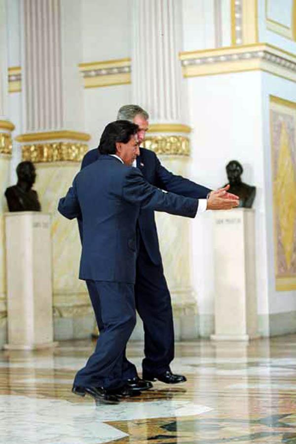 OPSE_PERU_GEORGE W BUSH_VISITA AL PERU 2002_PALACIO DE GOBIERNO_ALEJANDRO TOLEDO_FOTO PORTADAINES MENACHO_EL COMERCIO PERU2002MAR26_AFD