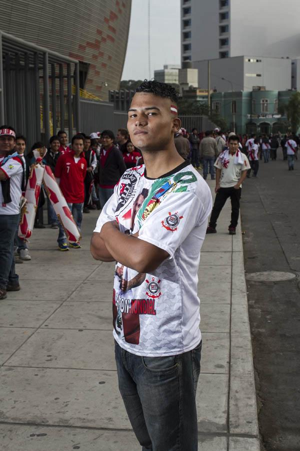 Peru Bonito Estadio Nacional Peru vs. Ecuador. Ruben Zurita 19,es fanático de Paolo Guerrero